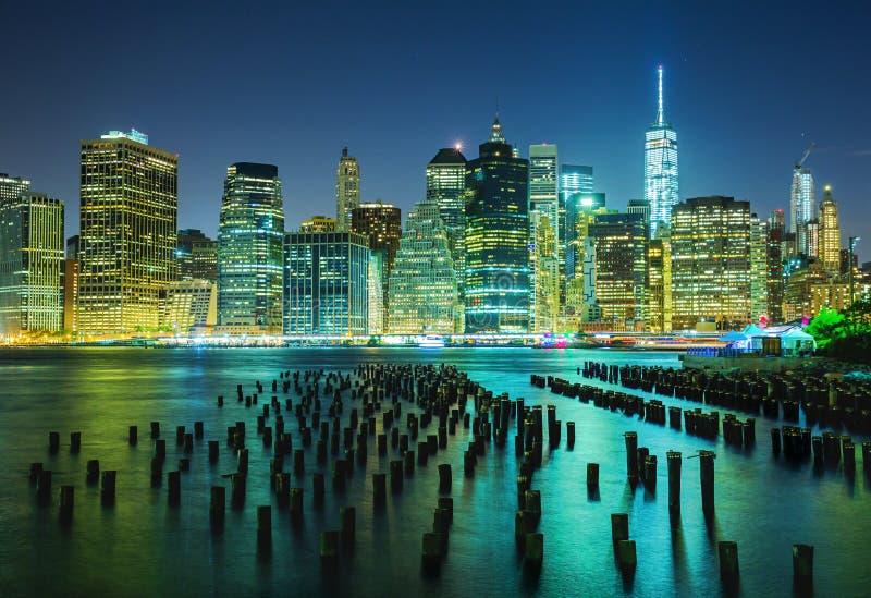 Manhattan bij Nacht royalty-vrije stock afbeeldingen