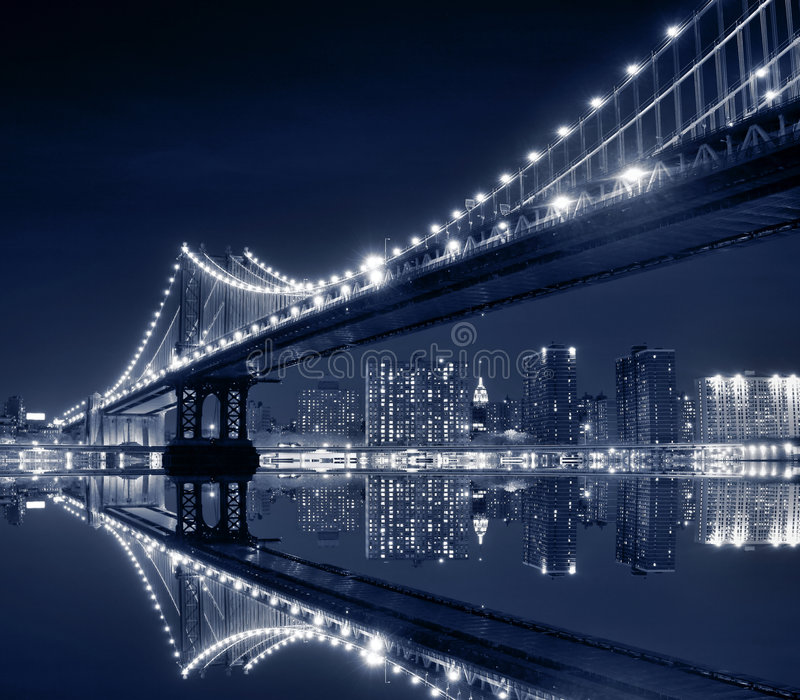 Manhattan-Brücke nachts, New York City stockfotografie