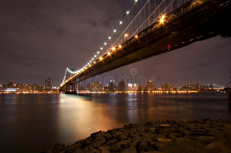 Manhattan bridge noc fotografia stock