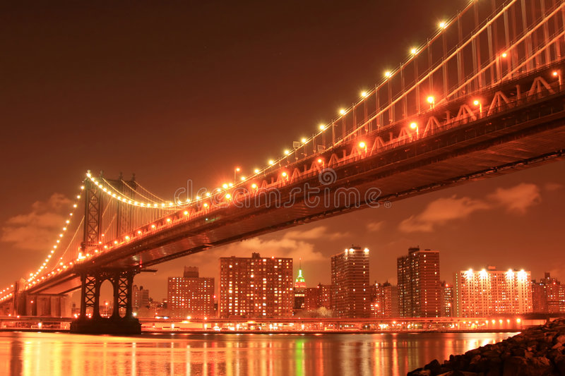 Manhattan bridge noc obraz royalty free
