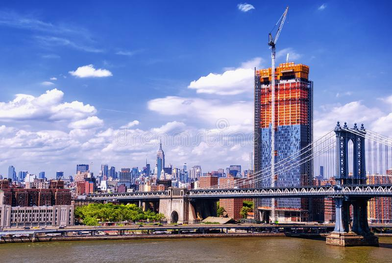 Manhattan broNew York City horisont arkivfoto