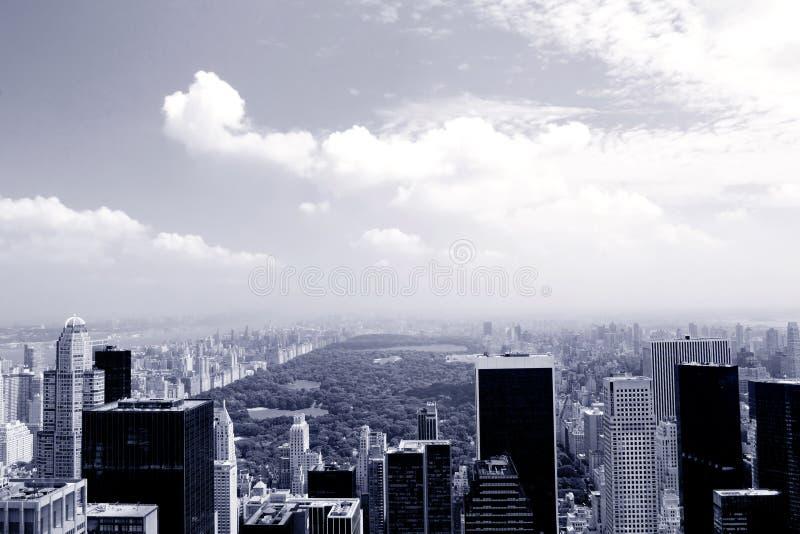 Manhattan dans le bleu photographie stock