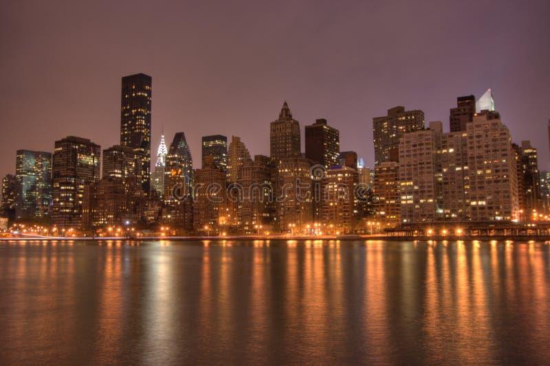 Manhattan del centro alla notte immagini stock