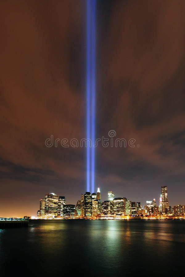 manhattan för 9 11 2010 lampor tribute arkivfoton
