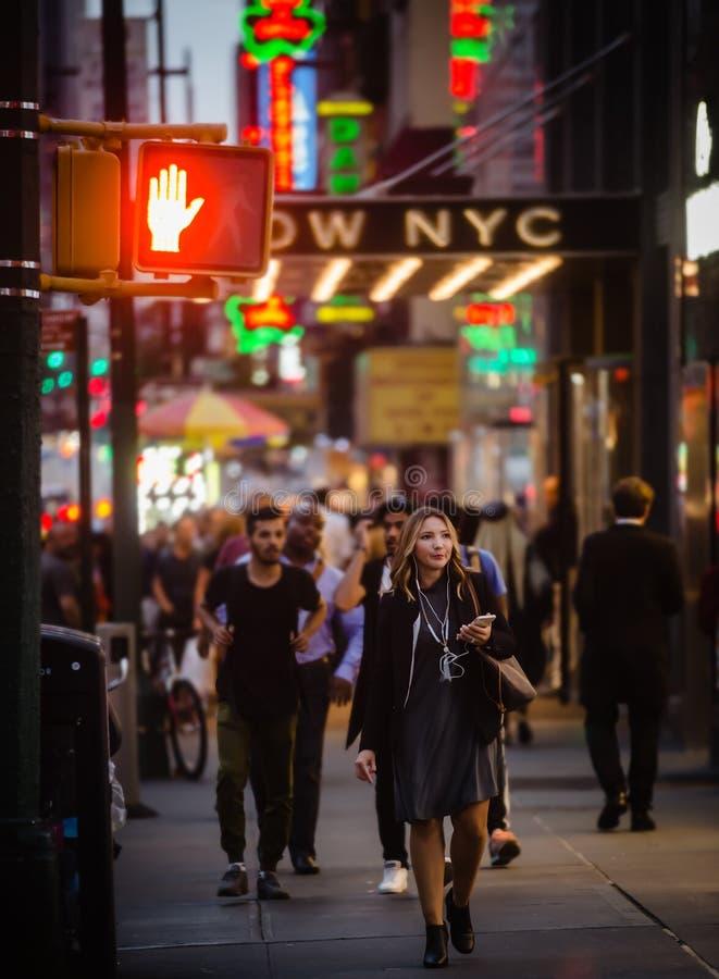 Download Manhattan gataplats redaktionell fotografering för bildbyråer. Bild av person - 78730839