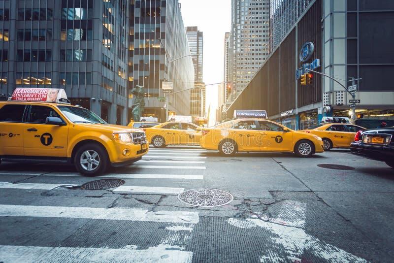 Manhattan-Gelbfahrerhäuser stockfotos