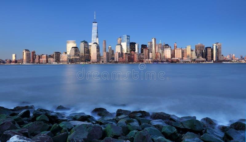 Manhattan horisont, centrum i New York City på natten, USA arkivfoto
