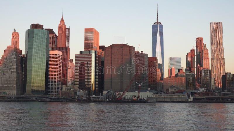 Manhattan horisont med Empire State Building över Hudson River, New York City 2019 royaltyfria foton