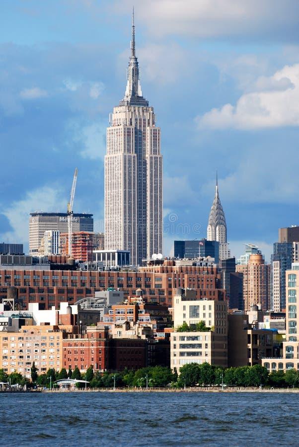 Manhattan horisont med Empire State Building över Hudson River, New York City, USA fotografering för bildbyråer