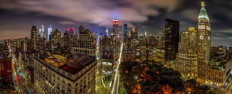 Manhattan horisont och Empire State Building royaltyfria foton