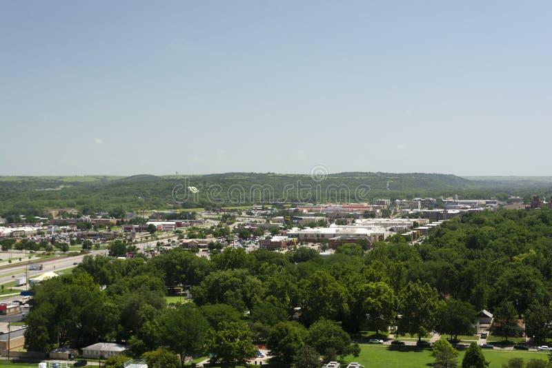 MANHATTAN, KANSAS, EUA - 29 de junho de 2019: A cidade de Manhattan, Kansas é ficada situada na junção de Kansas e dos rios de Bi foto de stock