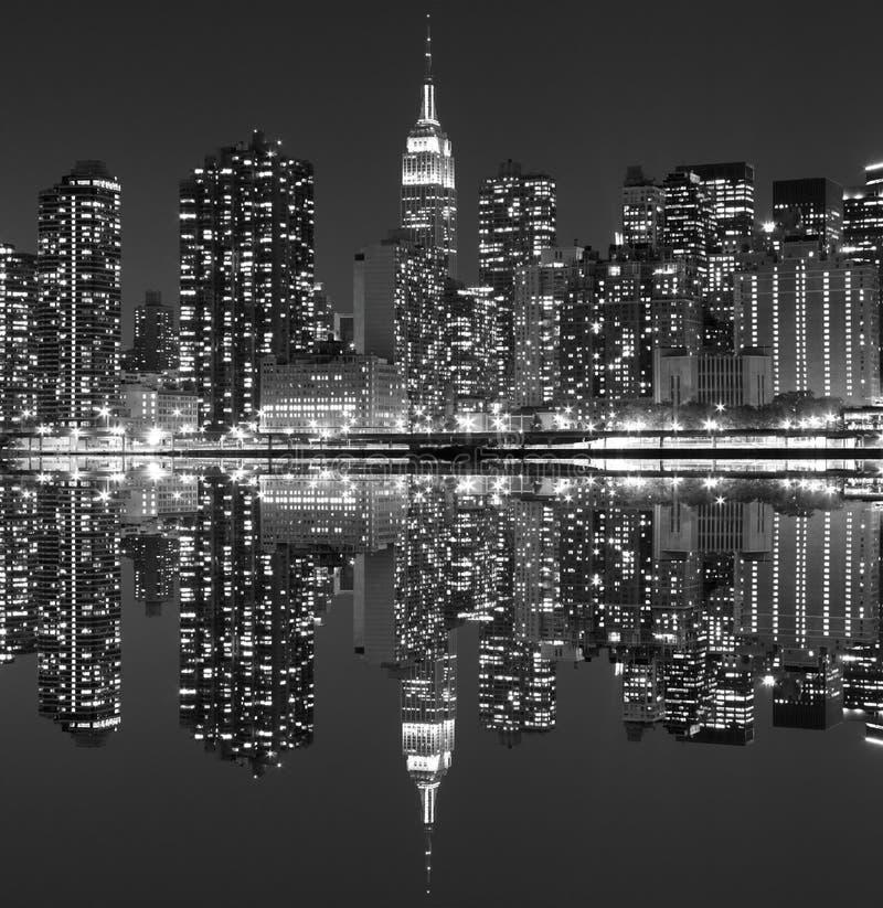 Download Manhattan Linia Horyzontu Przy Nocą, Miasto Nowy Jork Obraz Stock - Obraz złożonej z reklama, równo: 28953895