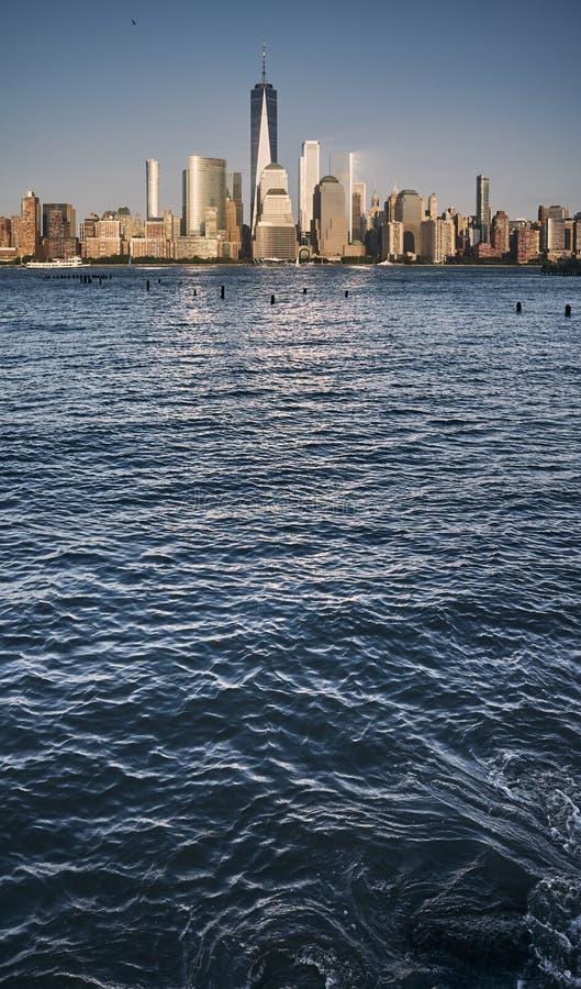 Manhattan linia horyzontu przy zmierzchem, usa zdjęcia stock