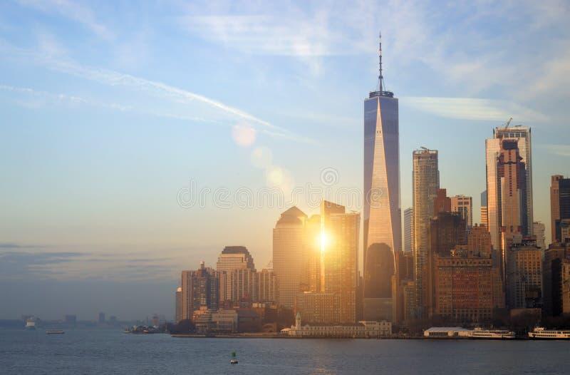 Manhattan linia horyzontu przy zmierzchu czasem obrazy royalty free