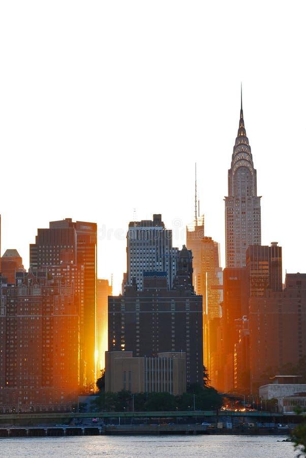Manhattan mágico durante o por do sol dourado imagem de stock
