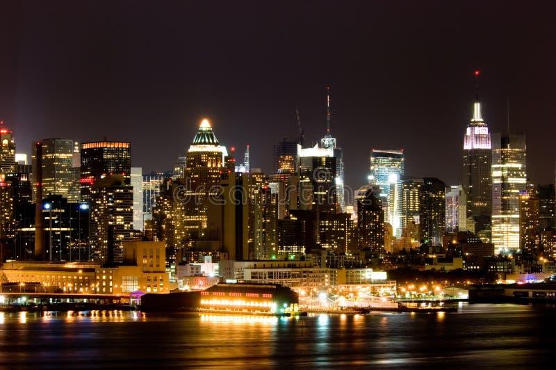 Manhattan nachts lizenzfreie stockfotografie