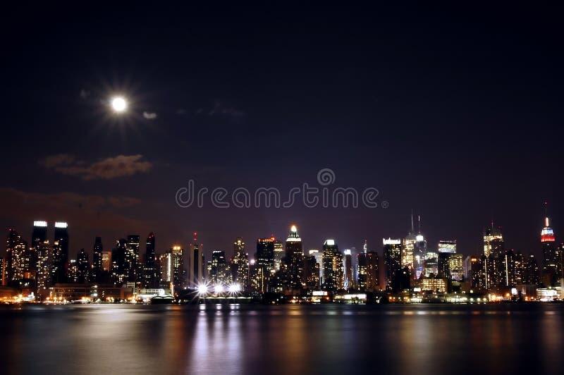 manhattan natt fotografering för bildbyråer