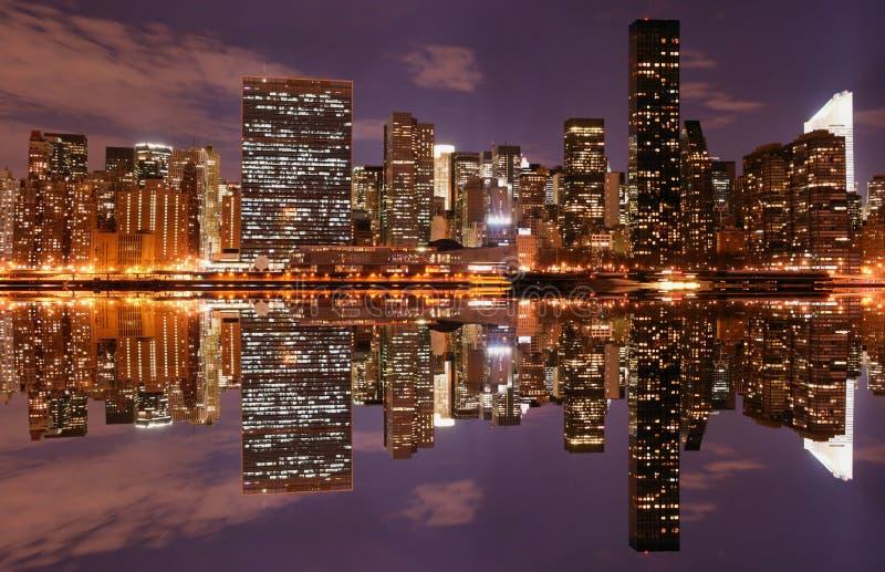 manhattan natthorisont fotografering för bildbyråer