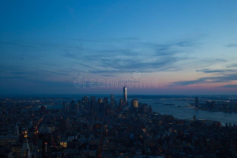 Manhattan (New York) cityscape på solnedgången royaltyfria bilder