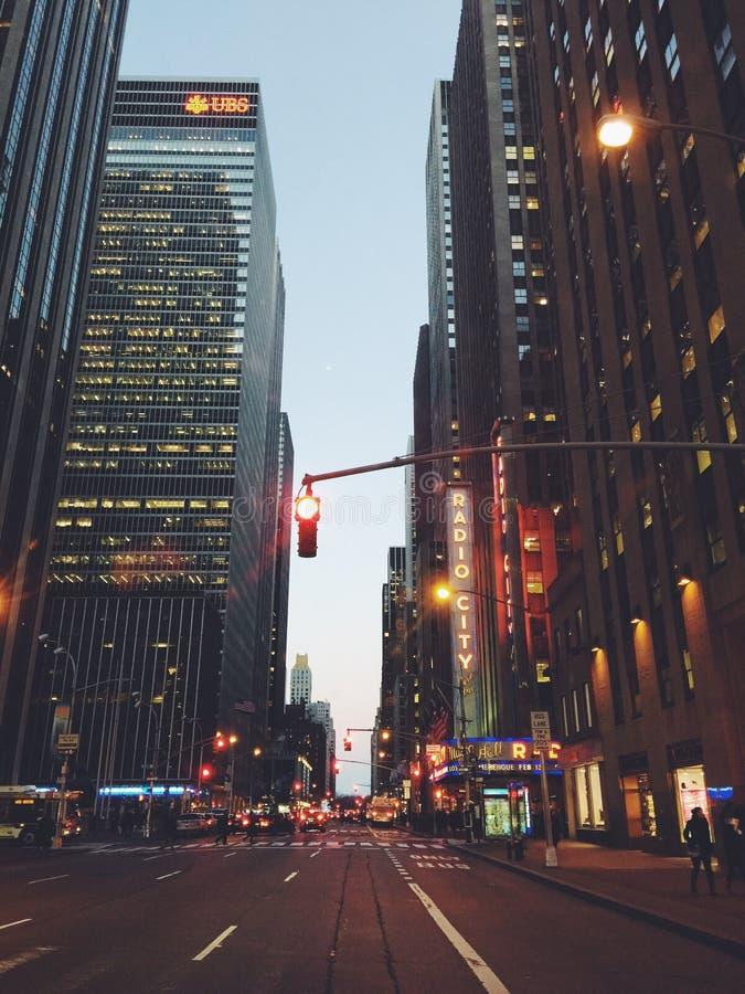 Manhattan New York, das beleuchtet schön ist immer, an und schläft nie lizenzfreies stockfoto