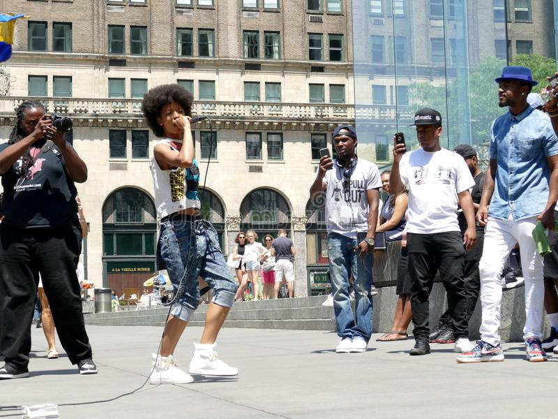 Manhattan New York - 26 juin 2016 : Musiciens de rue frappant à New York images libres de droits