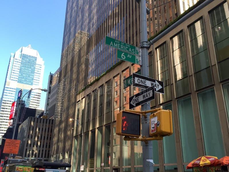 Manhattan, New York, 25 Juni, 2016: teken en de bouw bij Weg van Amerika royalty-vrije stock afbeelding