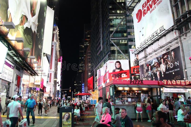 Manhattan, Nowy Jork, usa CZERWIEC 15, 2018: Ludzie wizyty na ulicznym Ti obrazy stock