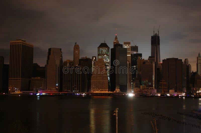 Manhattan oscura imagenes de archivo