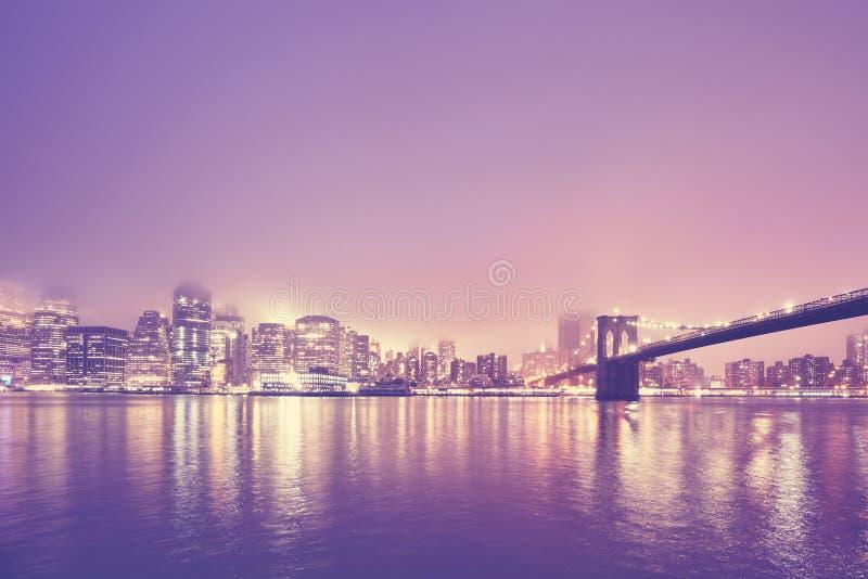 Manhattan på en dimmig natt, New York, USA fotografering för bildbyråer