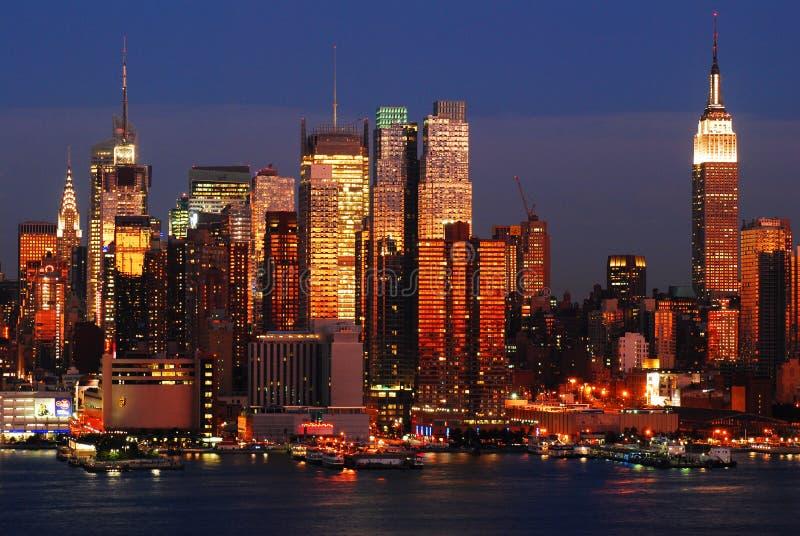 Manhattan på nätterna royaltyfri bild