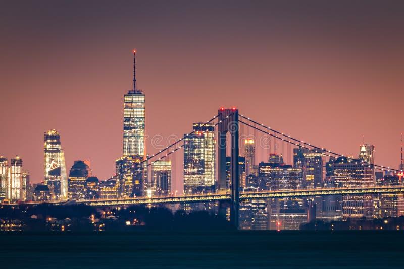 Manhattan-Skyline an der Dämmerung lizenzfreies stockbild