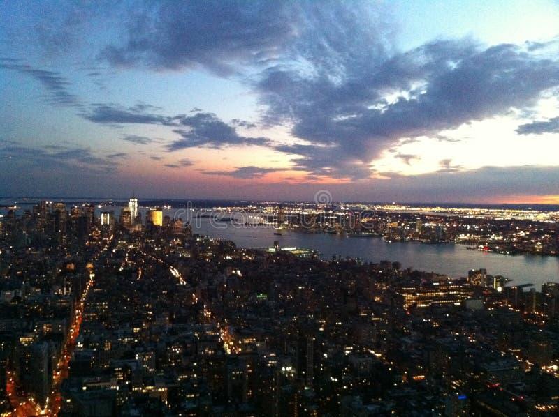 Manhattan-Skyline an der Dämmerung stockfotografie