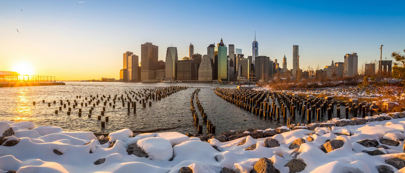 Manhattan-Skyline mit dem einem World Trade Center-Errichten. lizenzfreie stockfotografie