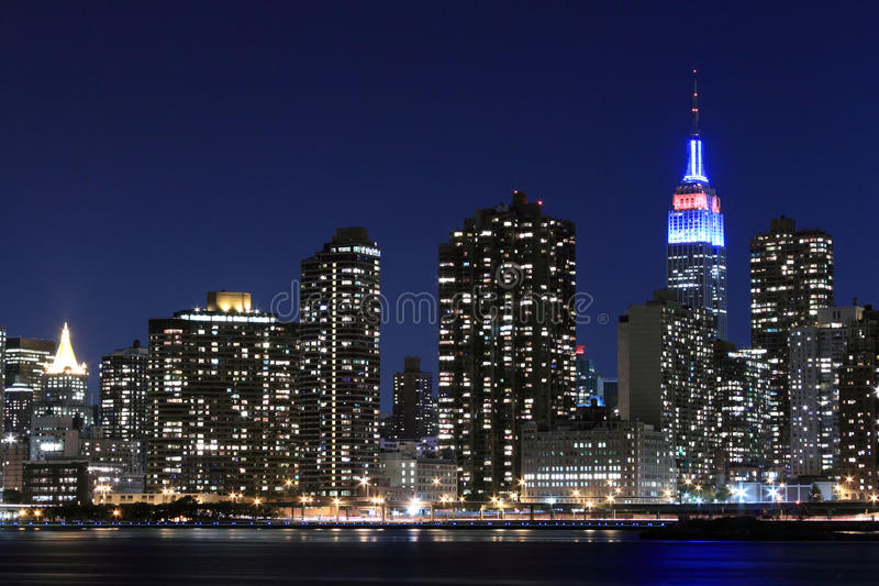Manhattan-Skyline nachts, New York City stockfotos