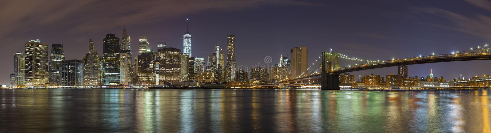 Manhattan-Skyline nachts, panoramisches Bild New York City stockfoto