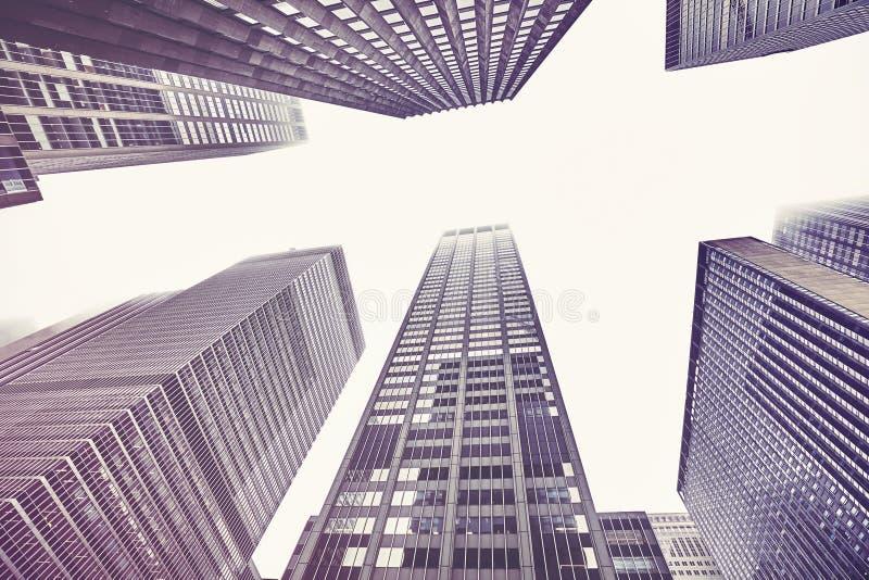 Manhattan står högt på en dimmig dag, NYC arkivfoto