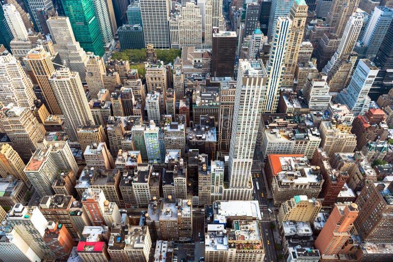 Manhattan-Stadtbild mit Wolkenkratzern, New York City (Vogelperspektive stockfotos
