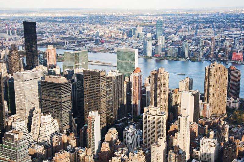 Manhattan-Straßenansicht vom Empire State Building in New York City lizenzfreie stockfotografie