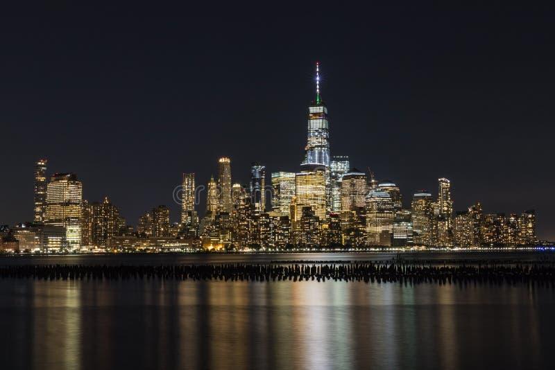 Manhattan vid natt, New York City, USA royaltyfri bild