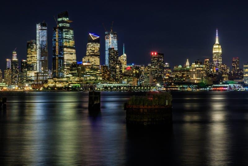 Manhattan vid natt, New York City, USA royaltyfri foto