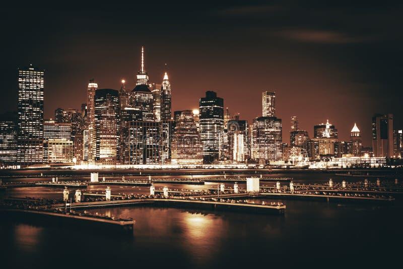 Download Manhattan Wyspy Linia Horyzontu Obraz Stock - Obraz złożonej z wierza, zmrok: 106917399