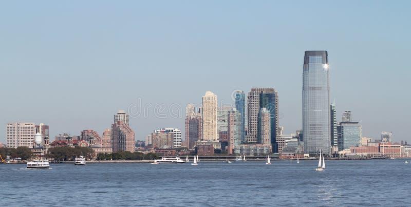 Download Manhattan in zon stock afbeelding. Afbeelding bestaande uit veerboot - 21792147