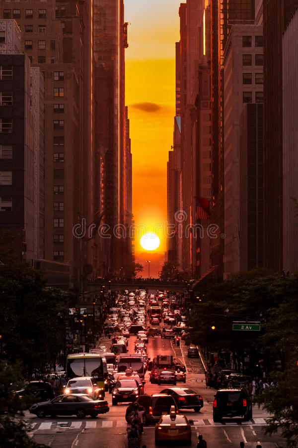 Manhattanhenge στην πόλη της Νέας Υόρκης στοκ εικόνα