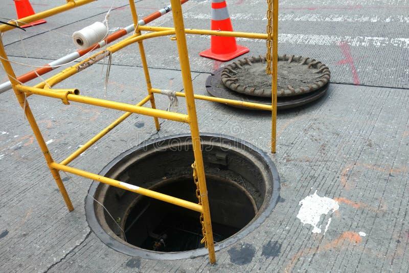 manhole otwarty obraz stock