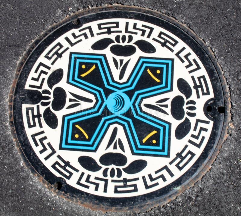 Manhole pokrywa z Ninja gwiazdy projektem obrazy royalty free