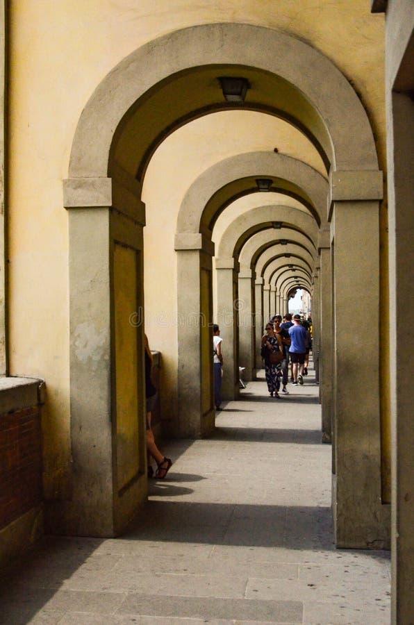 Manière italienne de voûte photographie stock libre de droits