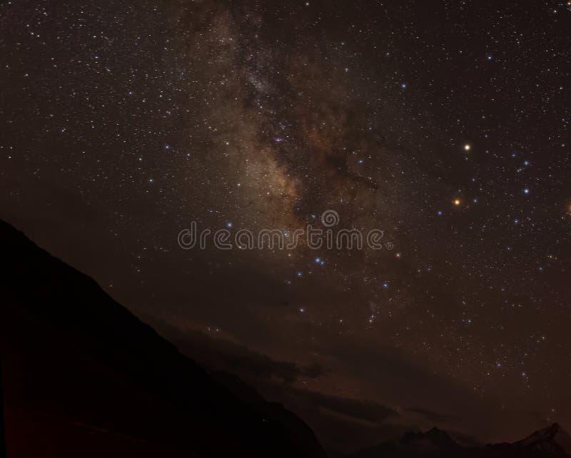 Manière laiteuse comme vu des montagnes tibétaines image libre de droits