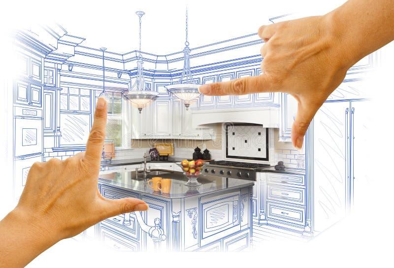 Mani che incorniciano lo schizzo della cucina e foto su ordinazione Combinatio immagine stock