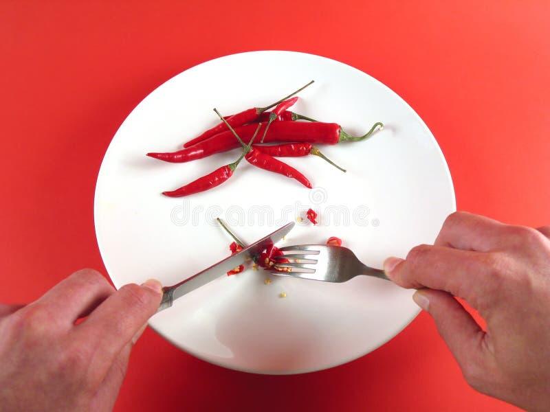 Download Mani Che Tagliano Peperoncino Rosso (serie) Fotografia Stock - Immagine di healthful, rosso: 218704