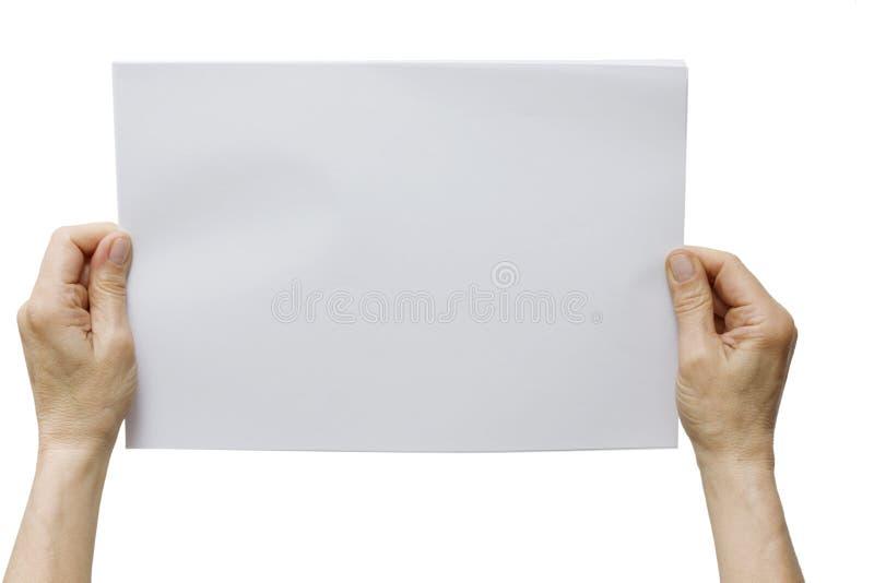 Mani che tengono un foglio di carta bianco fotografia - Foglio laminato bianco ...